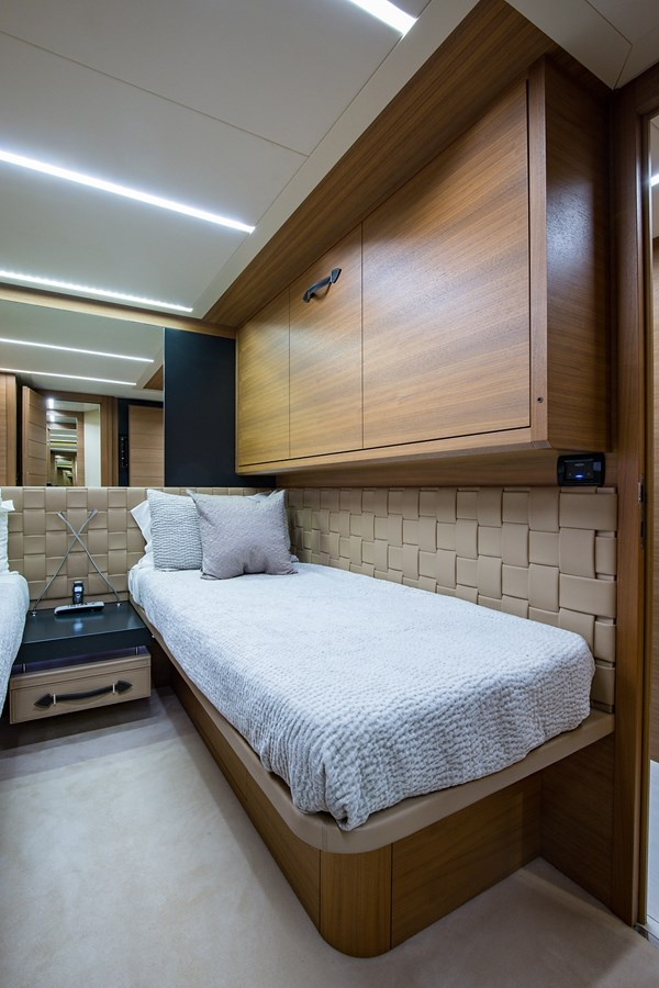 Incognito_Starboard Guest Stateroom5 2012 PERSHING  Motor Yacht 2810407
