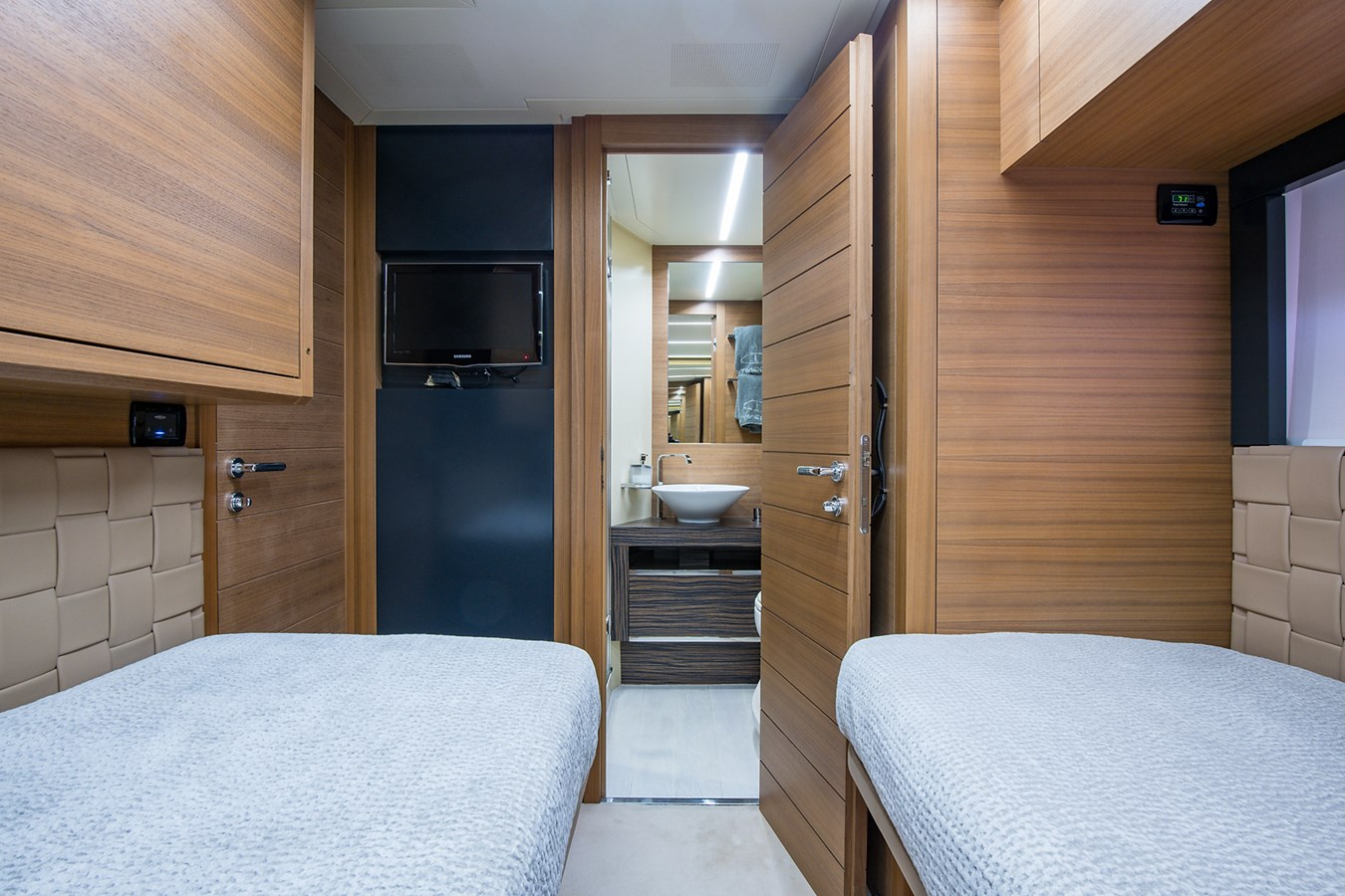 Incognito_Starboard Guest Stateroom7 2012 PERSHING  Motor Yacht 2810410