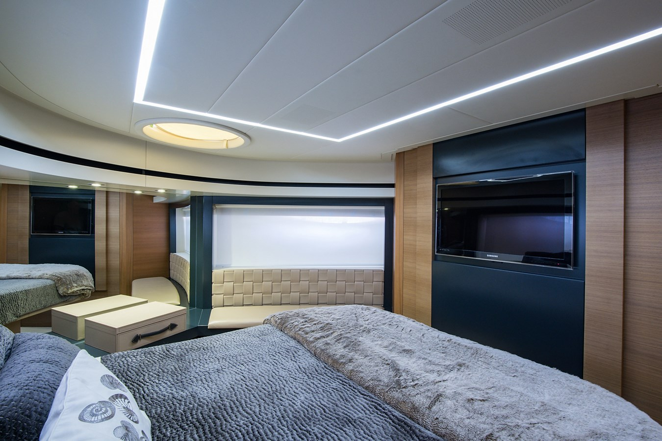 Incognito_VIP Stateroom2 2012 PERSHING  Motor Yacht 2810417