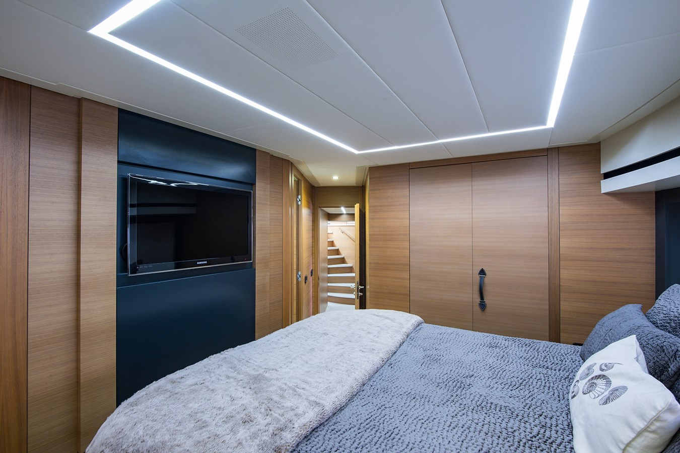 Incognito_VIP Stateroom3 2012 PERSHING  Motor Yacht 2810419
