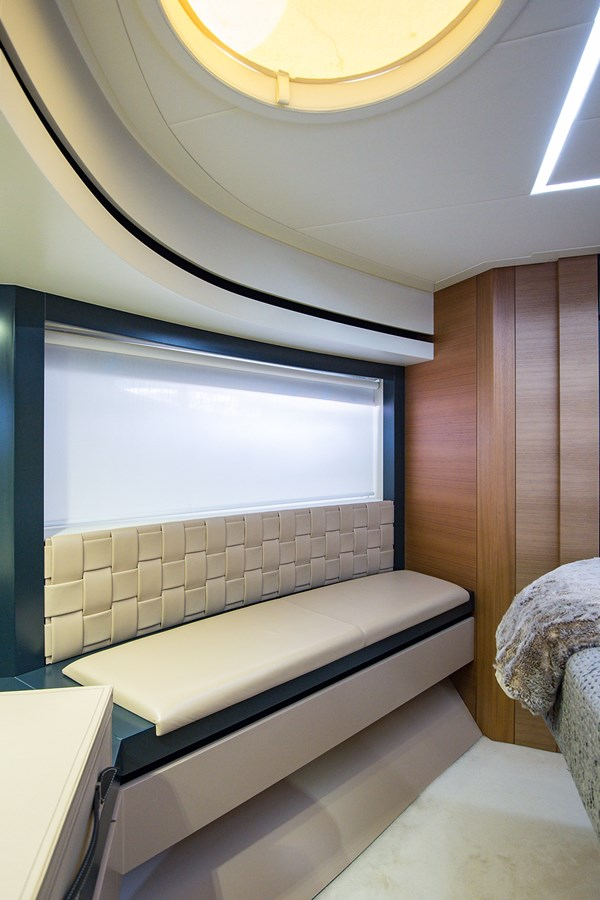 Incognito_VIP Stateroom4 2012 PERSHING  Motor Yacht 2810421