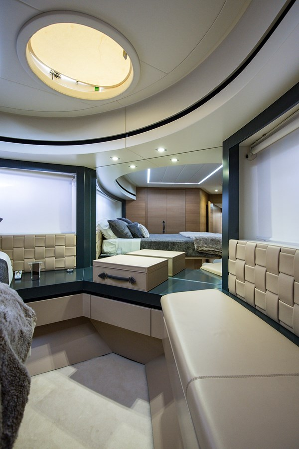 Incognito_VIP Stateroom5 2012 PERSHING  Motor Yacht 2810423