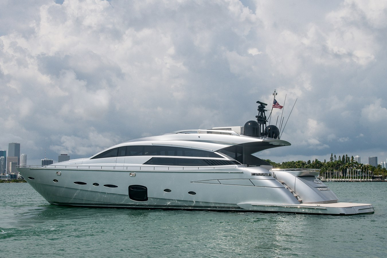 Incognito_Stern Profile1 2012 PERSHING  Motor Yacht 2810533