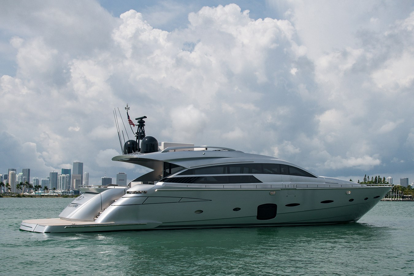 Incognito_Stern Profile7 2012 PERSHING  Motor Yacht 2810540
