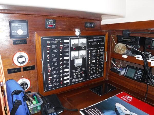 DSCF8048 1986 BREWER  Center Cockpit 2815600