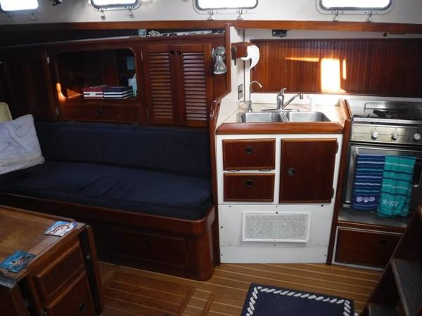 DSCF8051 1986 BREWER  Center Cockpit 2815602
