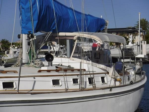 DSCF8352 1986 BREWER  Center Cockpit 2818679