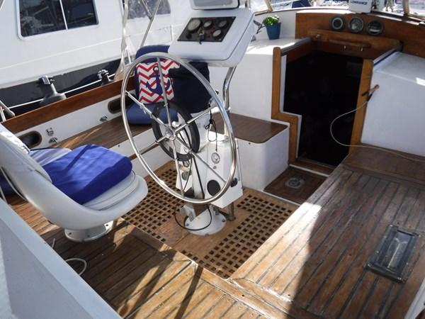 DSCF8379 1986 BREWER  Center Cockpit 2818690