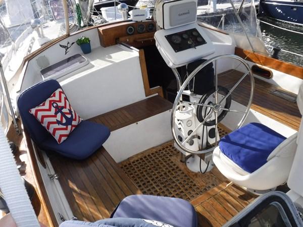 DSCF8384 1986 BREWER  Center Cockpit 2818693