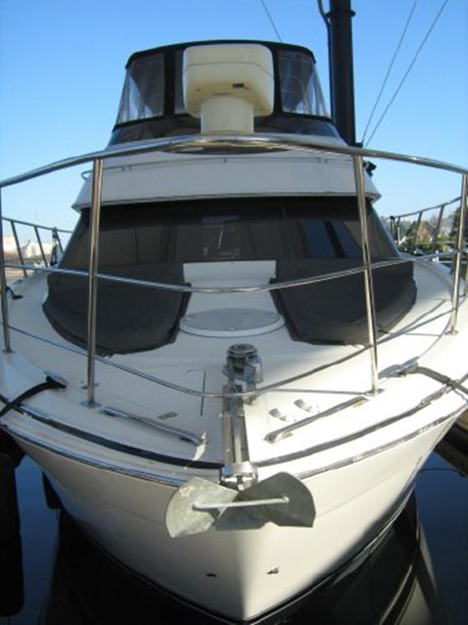 bow on 2005 CARVER 444 Motor Yacht 2816794