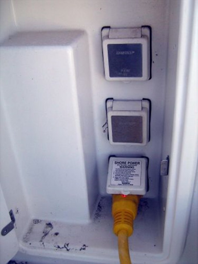 shore power inlets 2005 CARVER 444 Motor Yacht 2816801