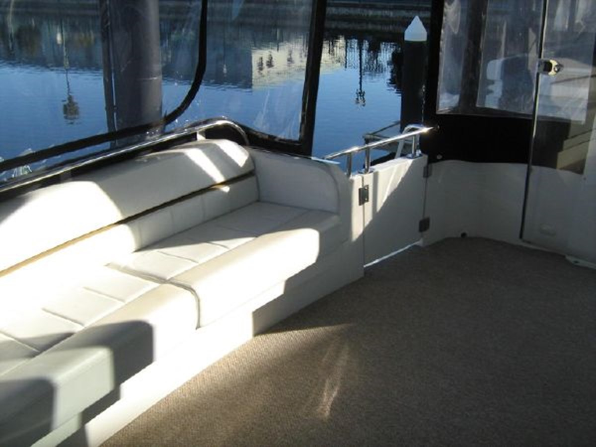 aft settee from starboard 2005 CARVER 444 Motor Yacht 2816806