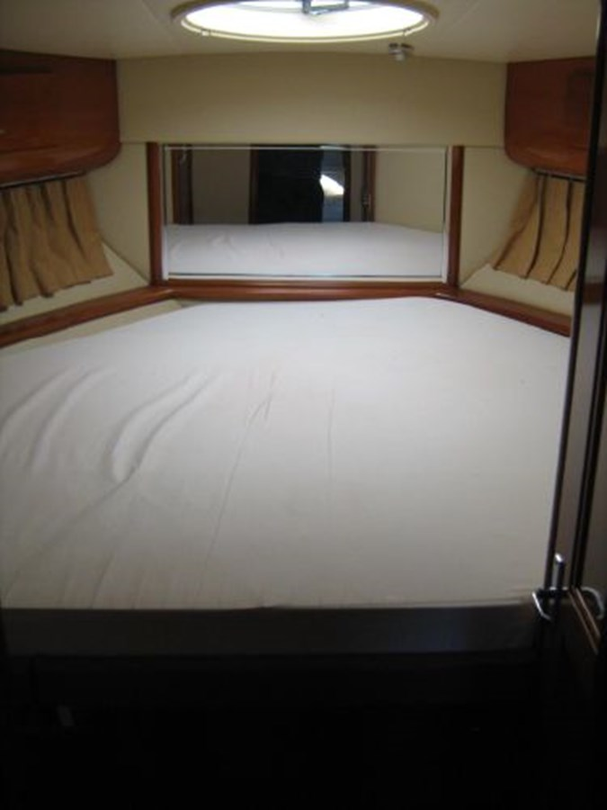 VIP stateroom 2005 CARVER 444 Motor Yacht 2816849