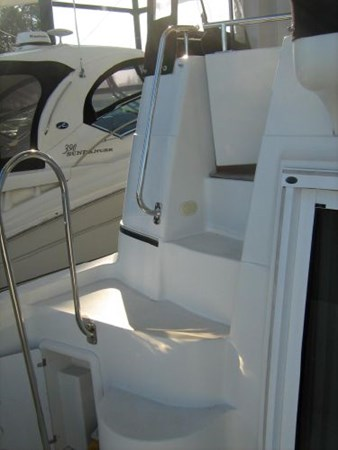stairs to aft deck 2005 CARVER 444 Motor Yacht 2816804
