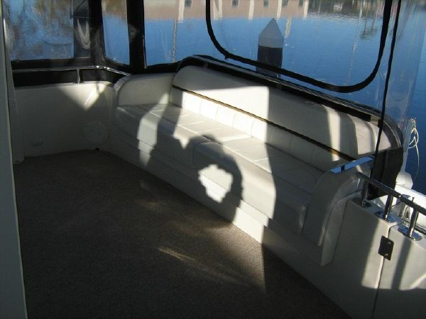 aft settee from port 2005 CARVER 444 Motor Yacht 2816805