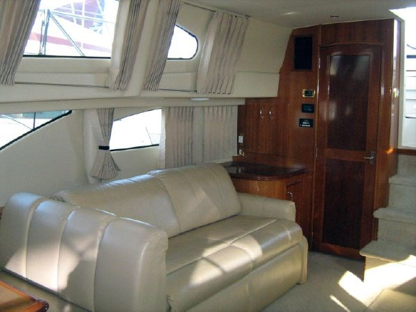 salon to starboard aft 2005 CARVER 444 Motor Yacht 2816830