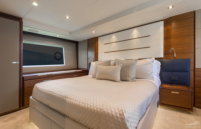 2015 PRINCESS YACHTS 68 Flybridge Motor Yacht 2815404