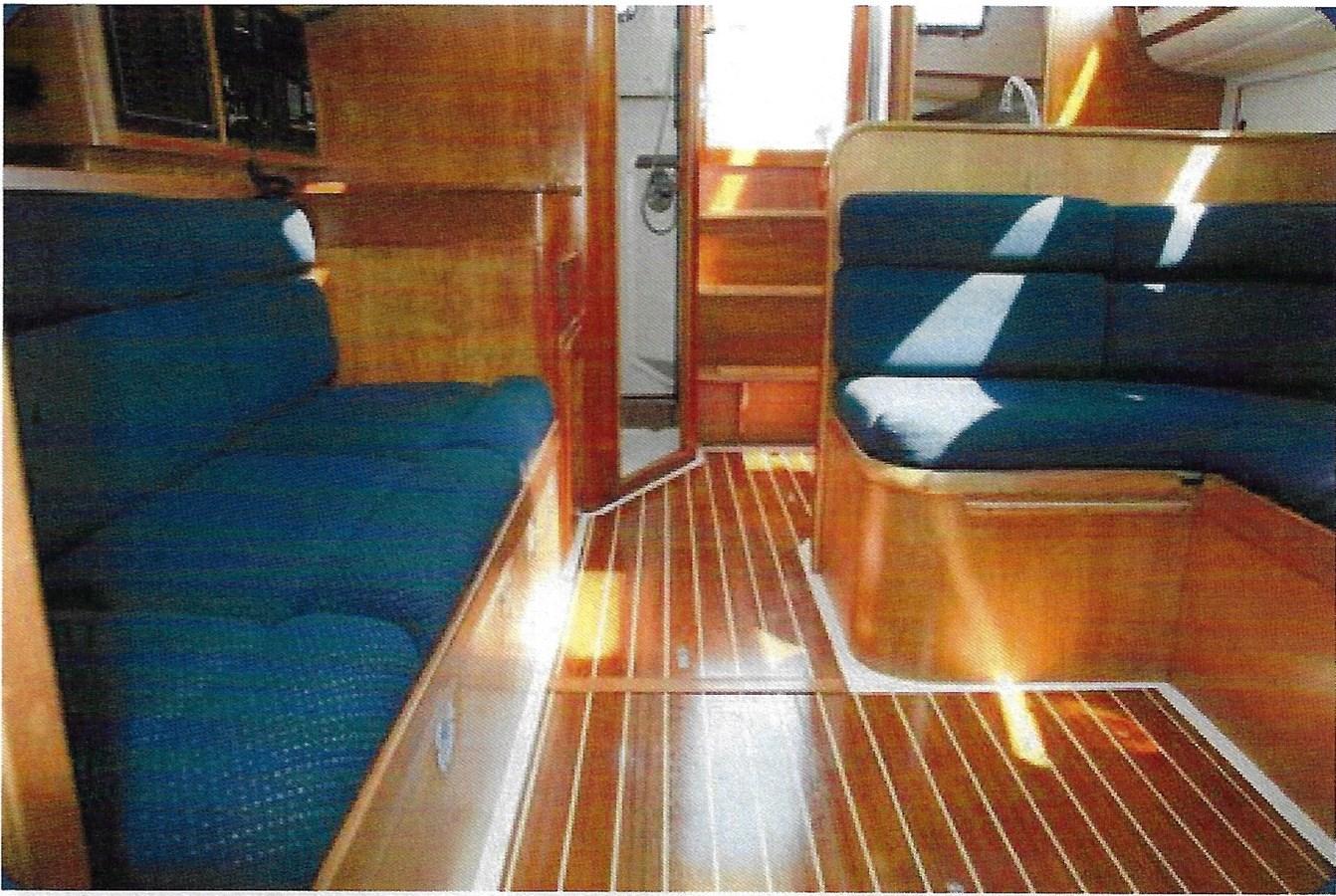 SalonInterior 1993 FREEDOM YACHTS  Cruising Sailboat 2846857