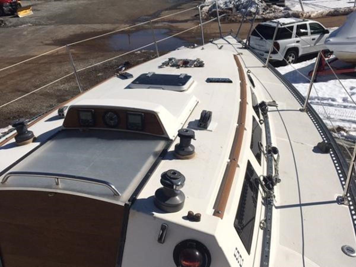 Pursuit Deck 1 1985 S2 YACHTS 9.1 Racing Sailboat 2817303
