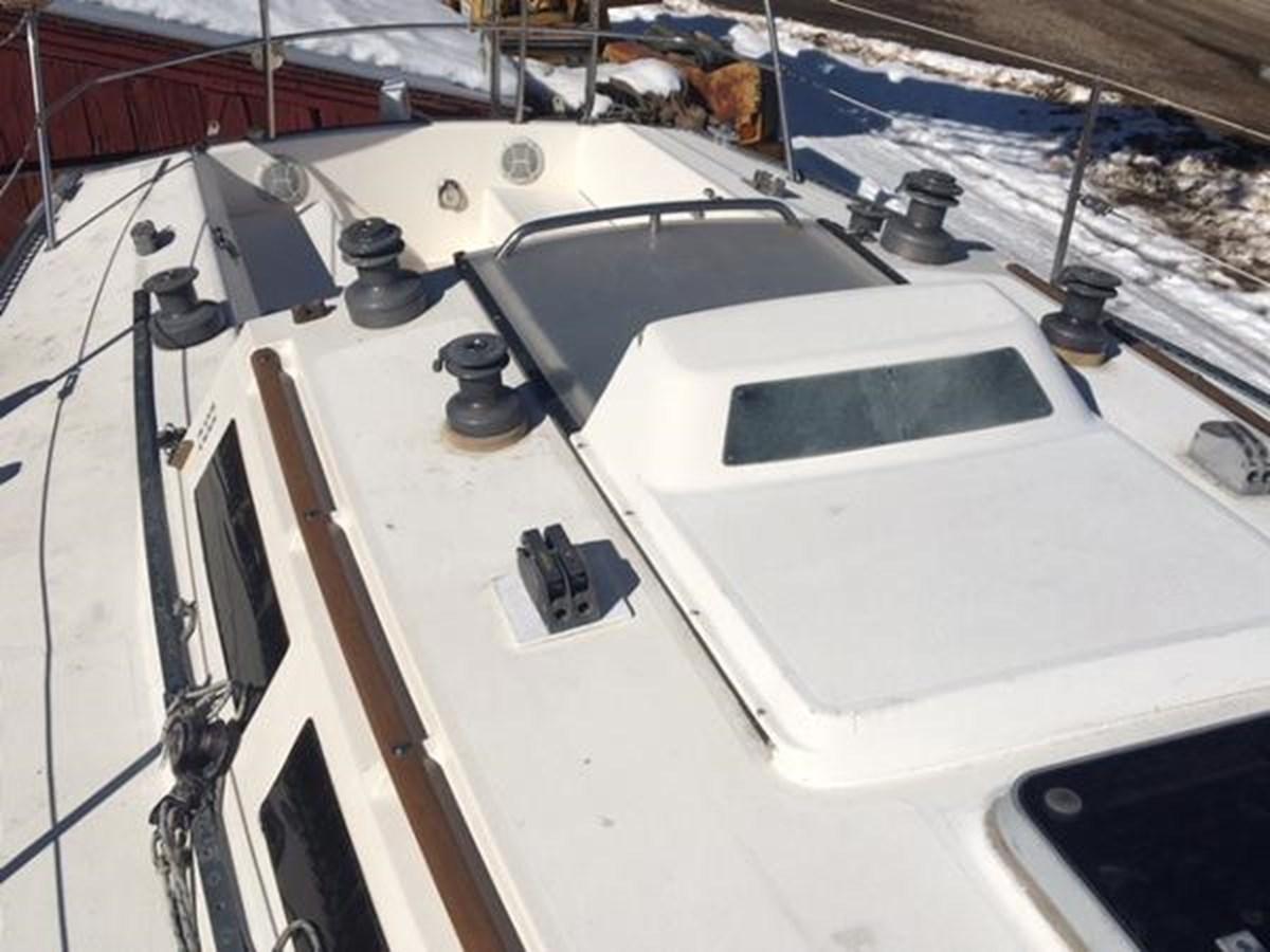 Pursuit Deck 2 1985 S2 YACHTS 9.1 Racing Sailboat 2817305