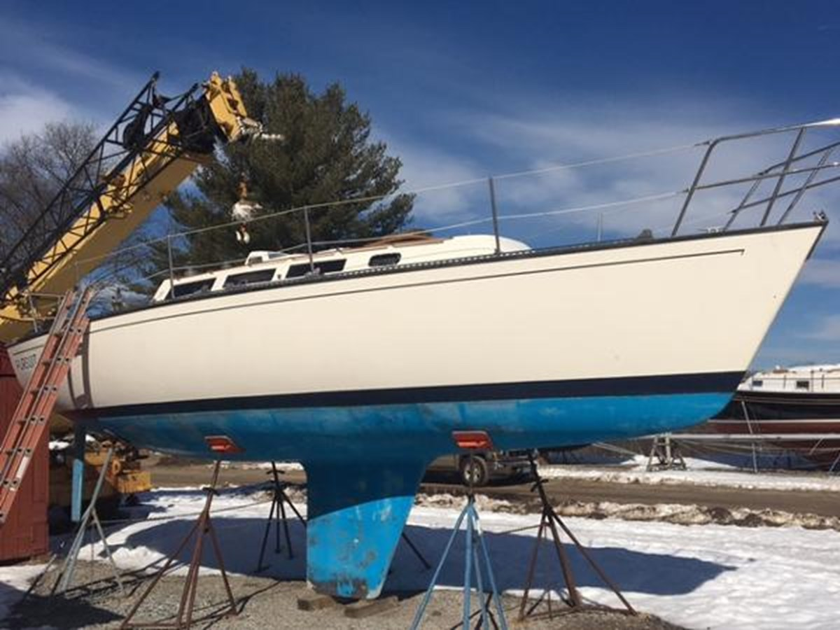 Pursuit Starboard Side 1985 S2 YACHTS 9.1 Racing Sailboat 2817312