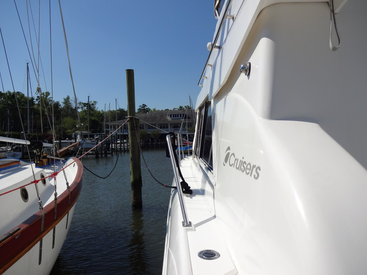 3585 Cruisers Yacht Lee's Ur Tyme 038 1998 Cruisers Yachts 35 Motor Yacht 2817326