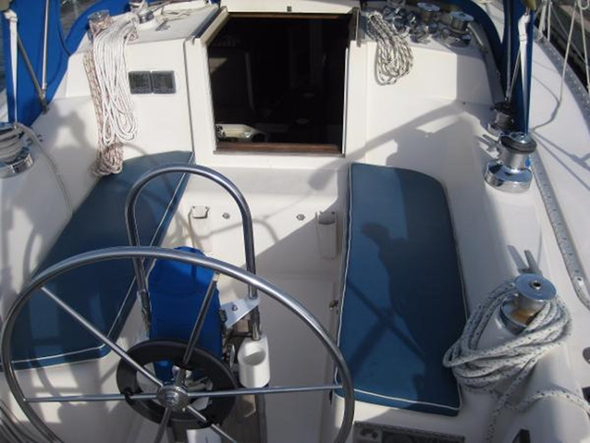 CS 36 Cockpit 1 1980 CS YACHTS 36 Sloop 2818927