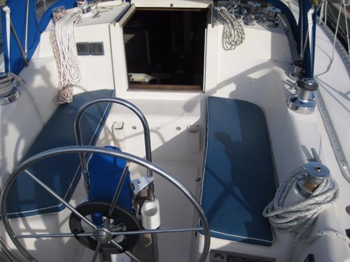 CS 36 Cockpit 1 1980 CS YACHTS 36 Sloop 2821451