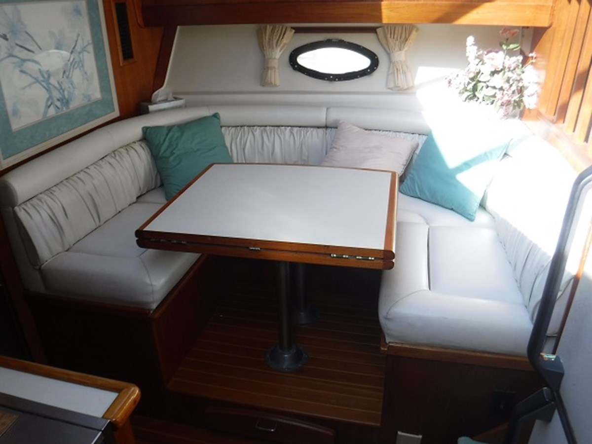 27.Dinette2 1989 CARVER Californian 45 Motor Yacht Motor Yacht 2819393