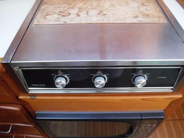 24.stove 1989 CARVER Californian 45 Motor Yacht Motor Yacht 2819390