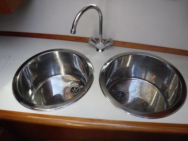 26.Sinks 1989 CARVER Californian 45 Motor Yacht Motor Yacht 2819392