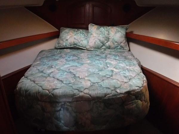 28.Forward Stateroom 1989 CARVER Californian 45 Motor Yacht Motor Yacht 2819394