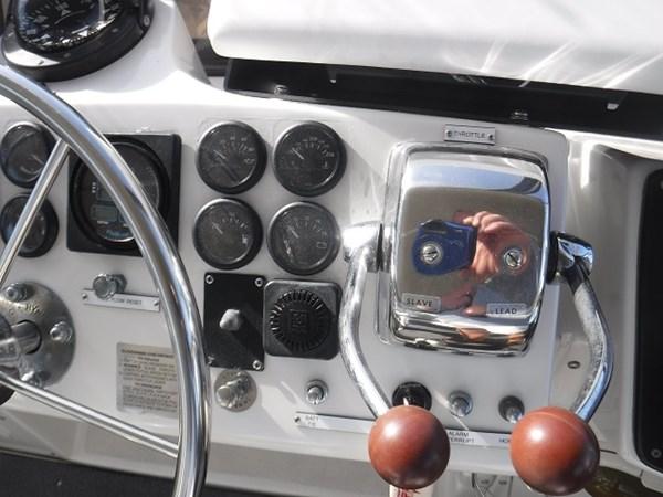 40. throttles 1989 CARVER Californian 45 Motor Yacht Motor Yacht 2819406