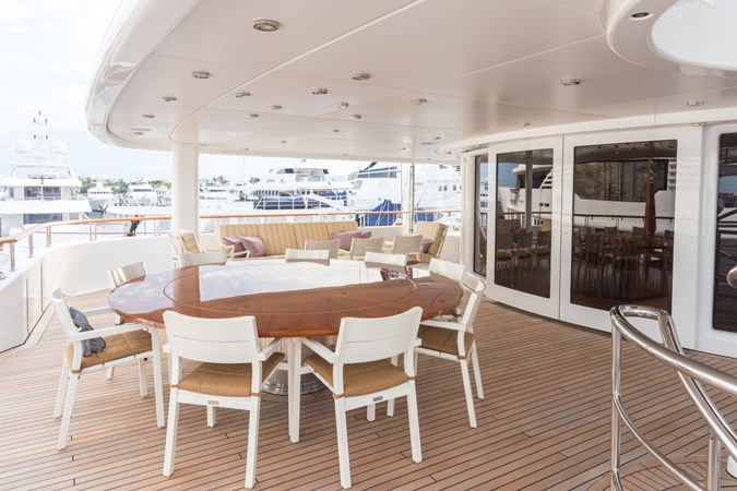 HUNTRESS_197 Aft Deck Dining 2010 LURSSEN  Motor Yacht 2844128