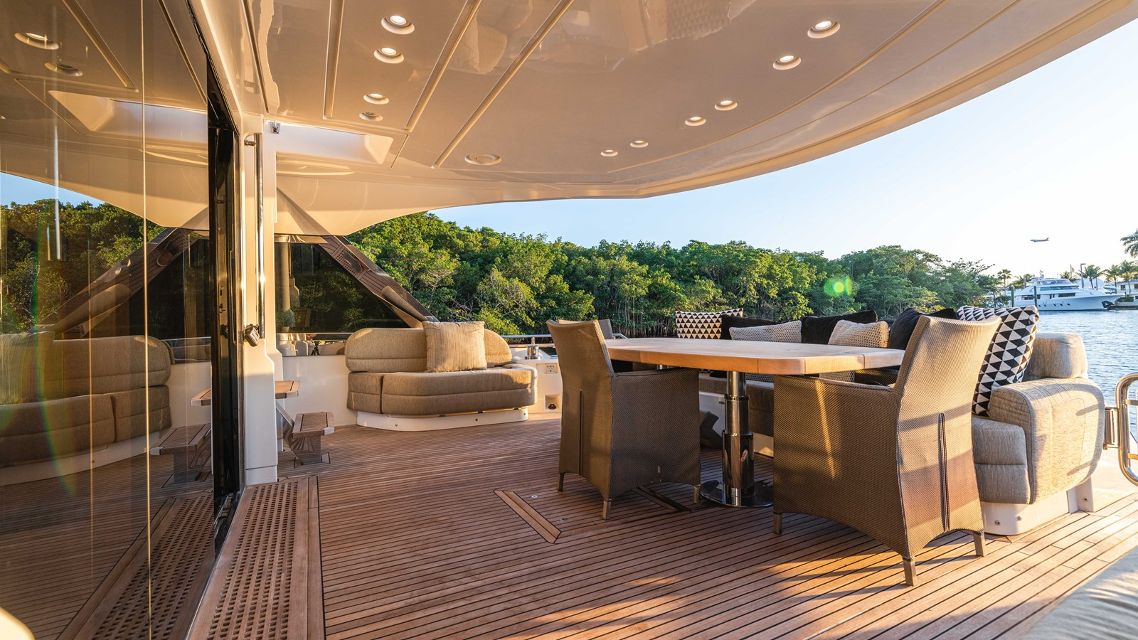 76 Monte Carlo (72 of 127) 2014 MONTE CARLO YACHTS Motoryacht Motor Yacht 2825062