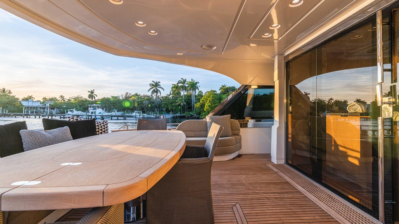 76 Monte Carlo (77 of 127) 2014 MONTE CARLO YACHTS Motoryacht Motor Yacht 2825063