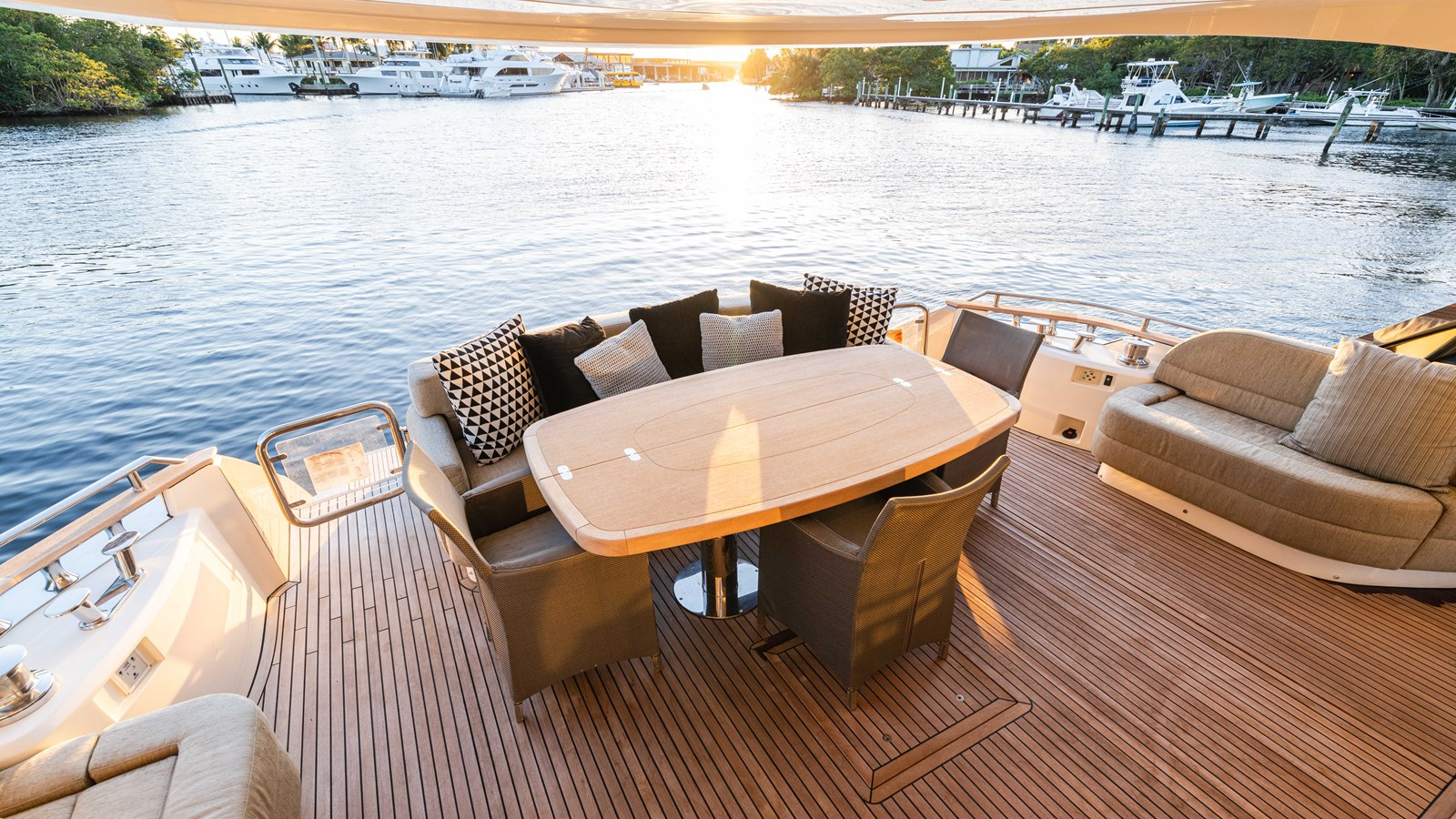 76 Monte Carlo (78 of 127) 2014 MONTE CARLO YACHTS Motoryacht Motor Yacht 2825064