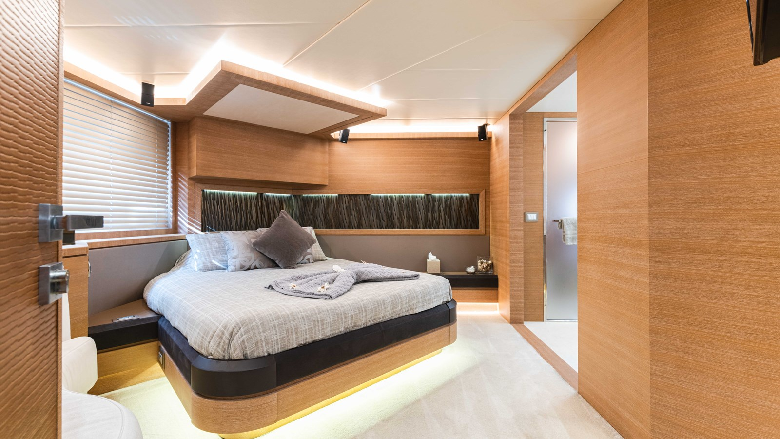 76 Monte Carlo (21 of 127) 2014 MONTE CARLO YACHTS Motoryacht Motor Yacht 2825166