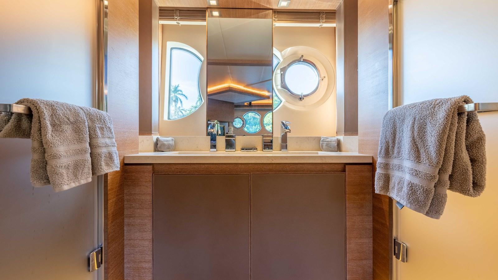 76 Monte Carlo (53 of 127) 2014 MONTE CARLO YACHTS Motoryacht Motor Yacht 2825184