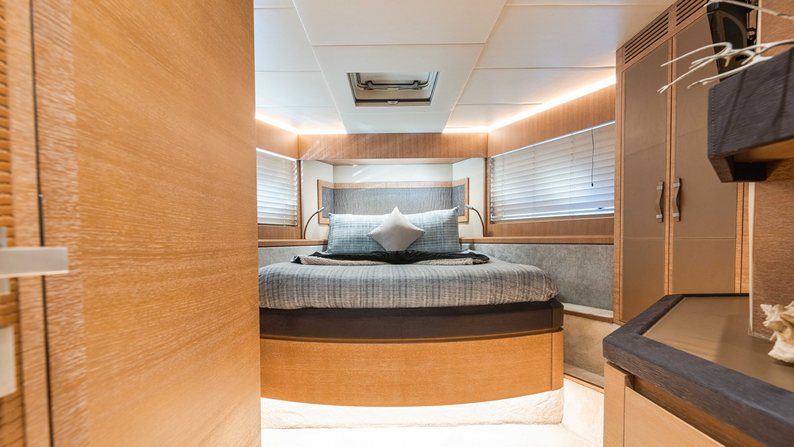 76 Monte Carlo (43 of 127) 2014 MONTE CARLO YACHTS Motoryacht Motor Yacht 2825205