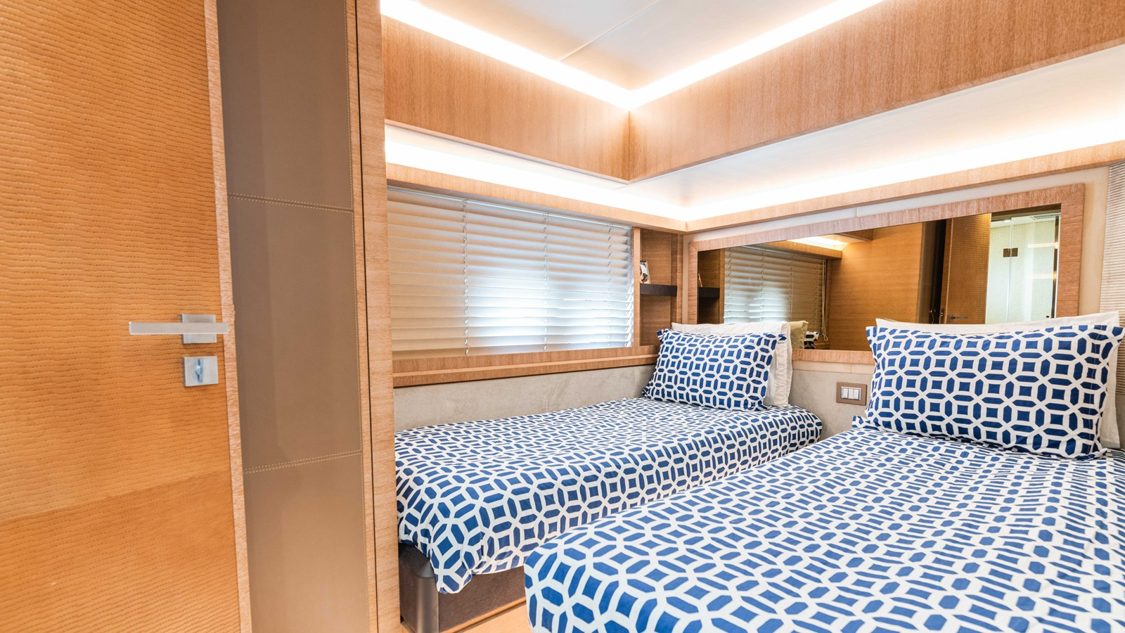 76 Monte Carlo (38 of 127) 2014 MONTE CARLO YACHTS Motoryacht Motor Yacht 2825243