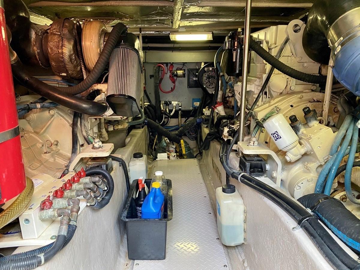 Engine Room  2003 SEA RAY  Cruiser 2837802