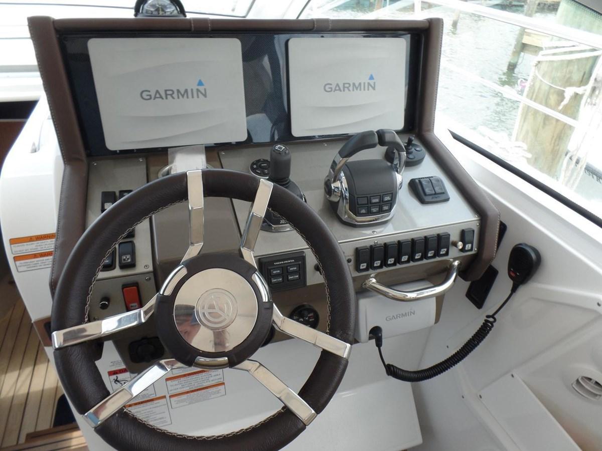 2015 Cruisers Yachts 390 EC Motor Yacht 2830077