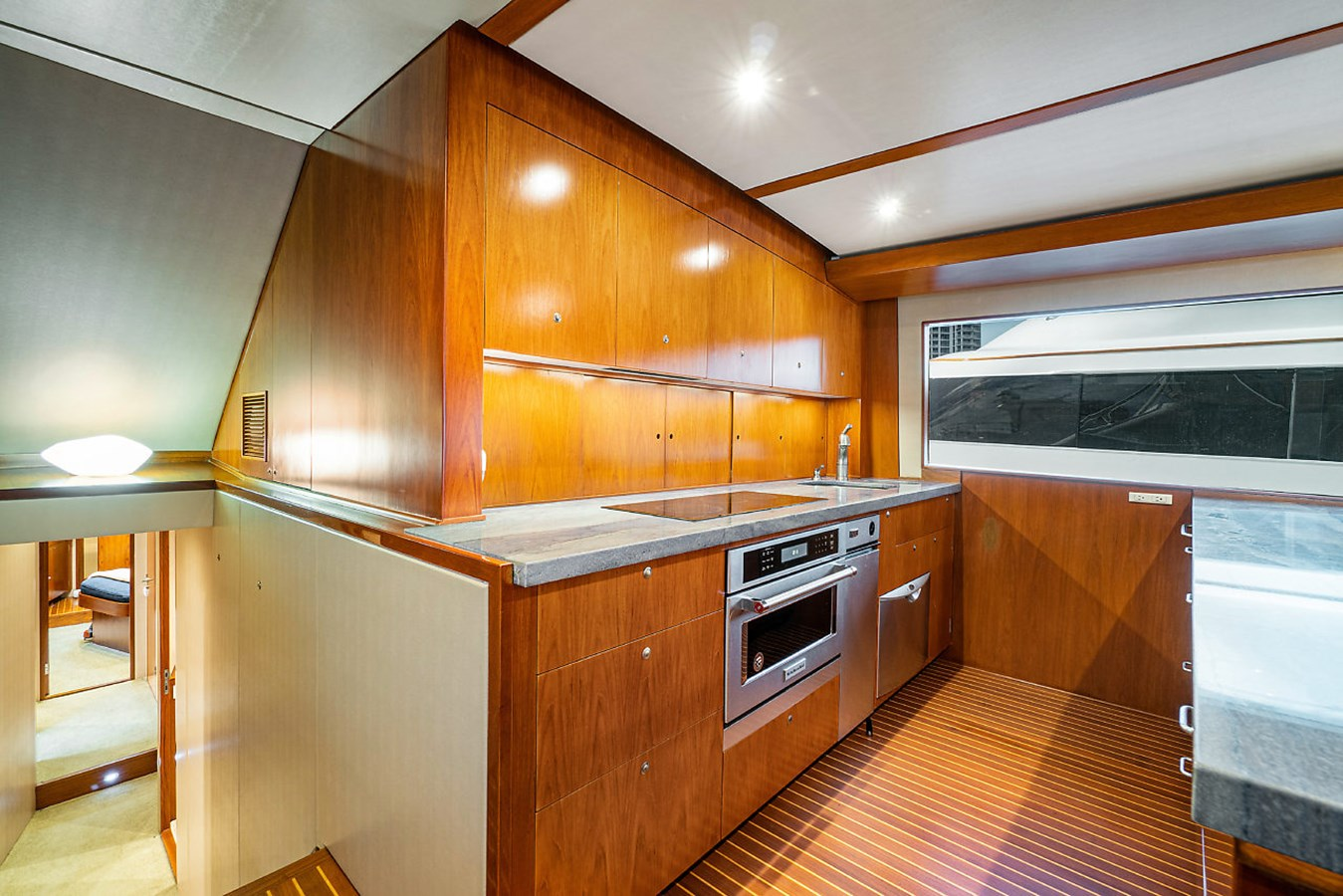 Galley 2005 AMERICAN CUSTOM YACHTS Convertible Sport Fisherman 2832719