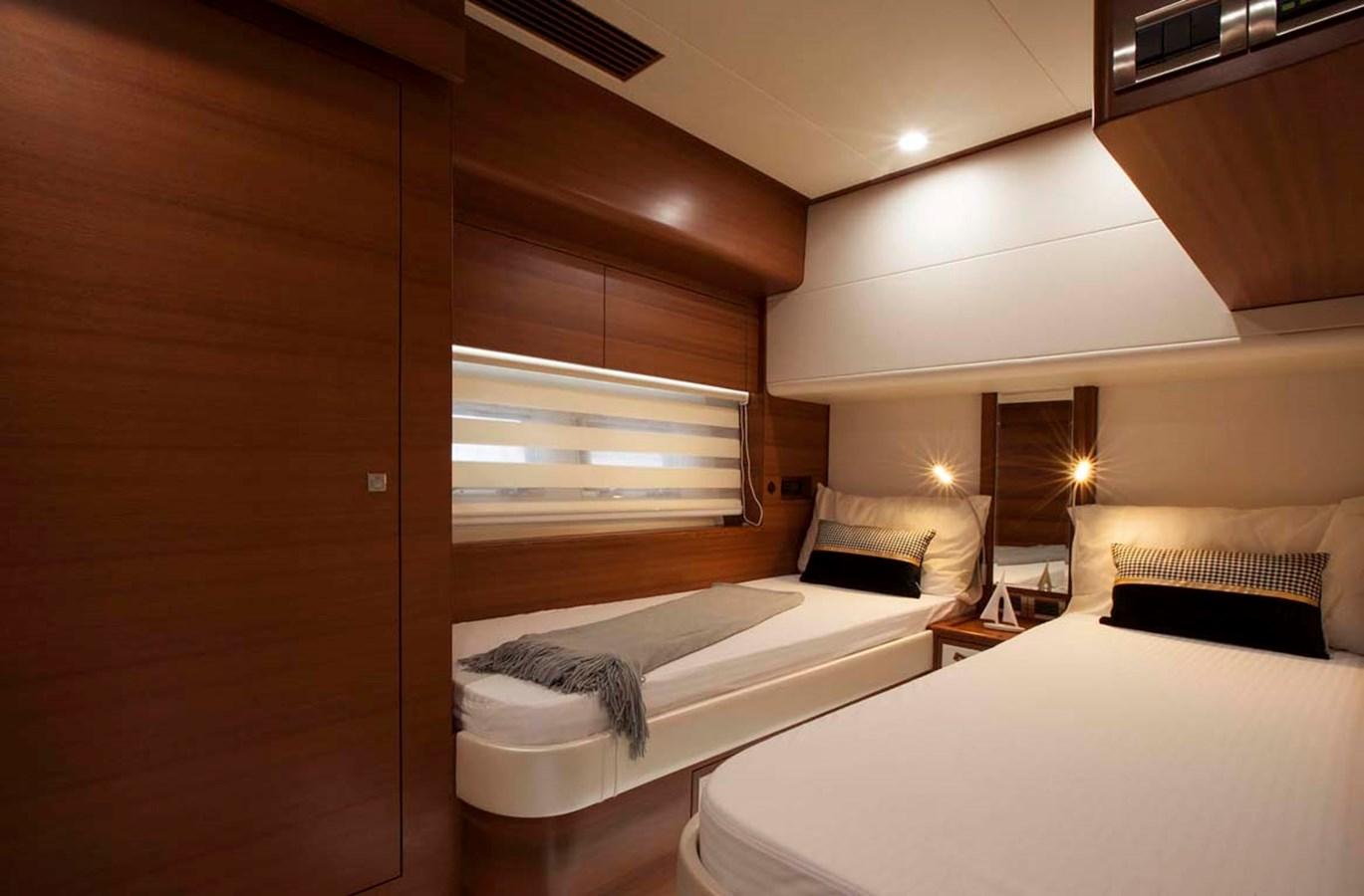 11 Guest 2020 DYNA 63 Motor Yacht 2957170