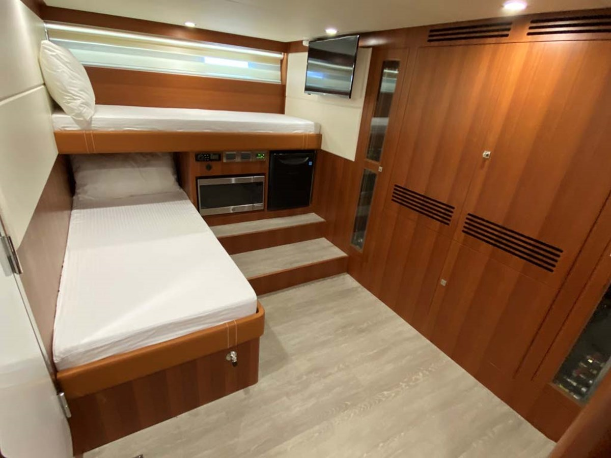 16crew bunks 2020 DYNA 63 Motor Yacht 2957175
