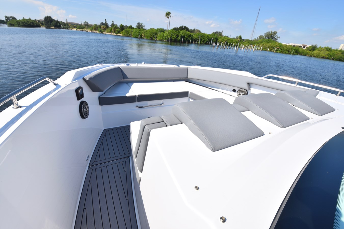 Bow U Shape Seating 2020 Cruisers Yachts 38 GLS Runabout 2836332