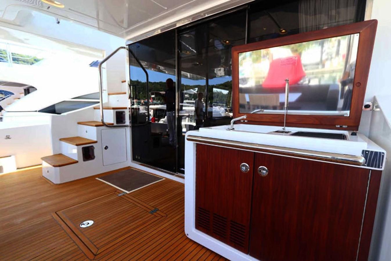 AZ80_10 2015 AZIMUT  Motor Yacht 2839624