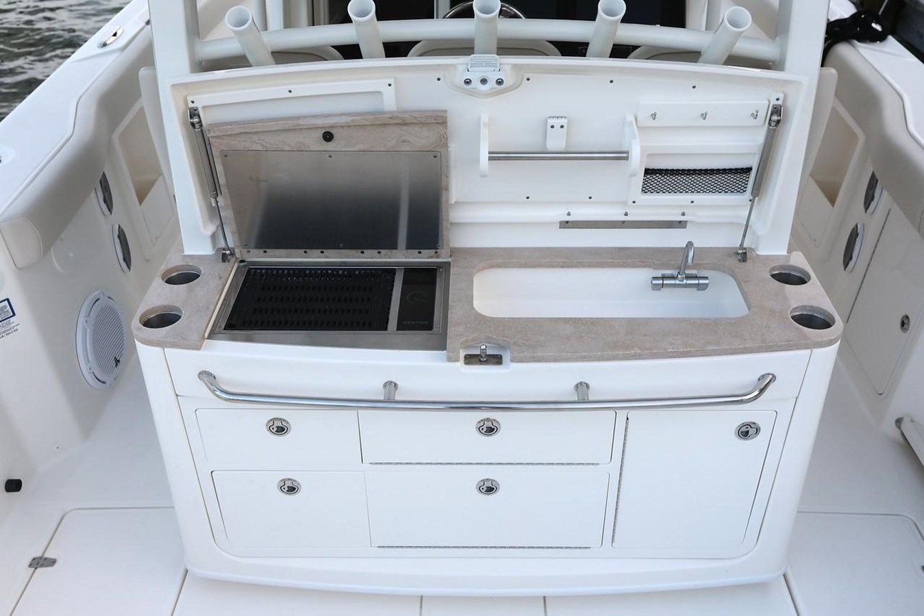 6871031_20181016072621031_1_XLARGE 2019 BOSTON WHALER  Center Console 2843989