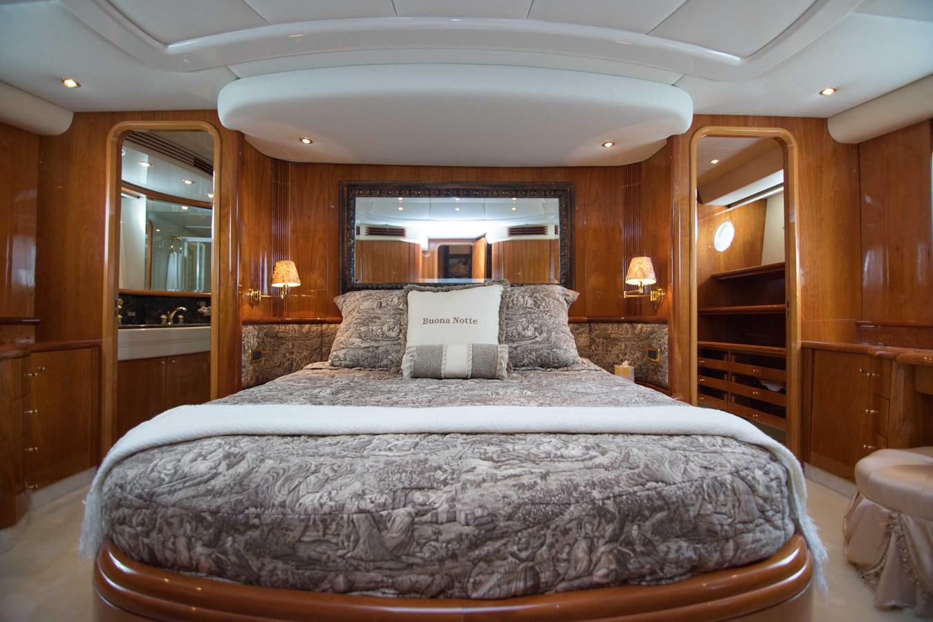 Master Stateroom 2001 AZIMUT  Motor Yacht 2845171